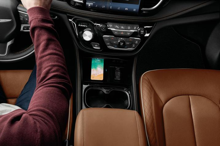Chrysler's 2021 Pacifica with Uconnect 5 on board with support for wireless CarPlay