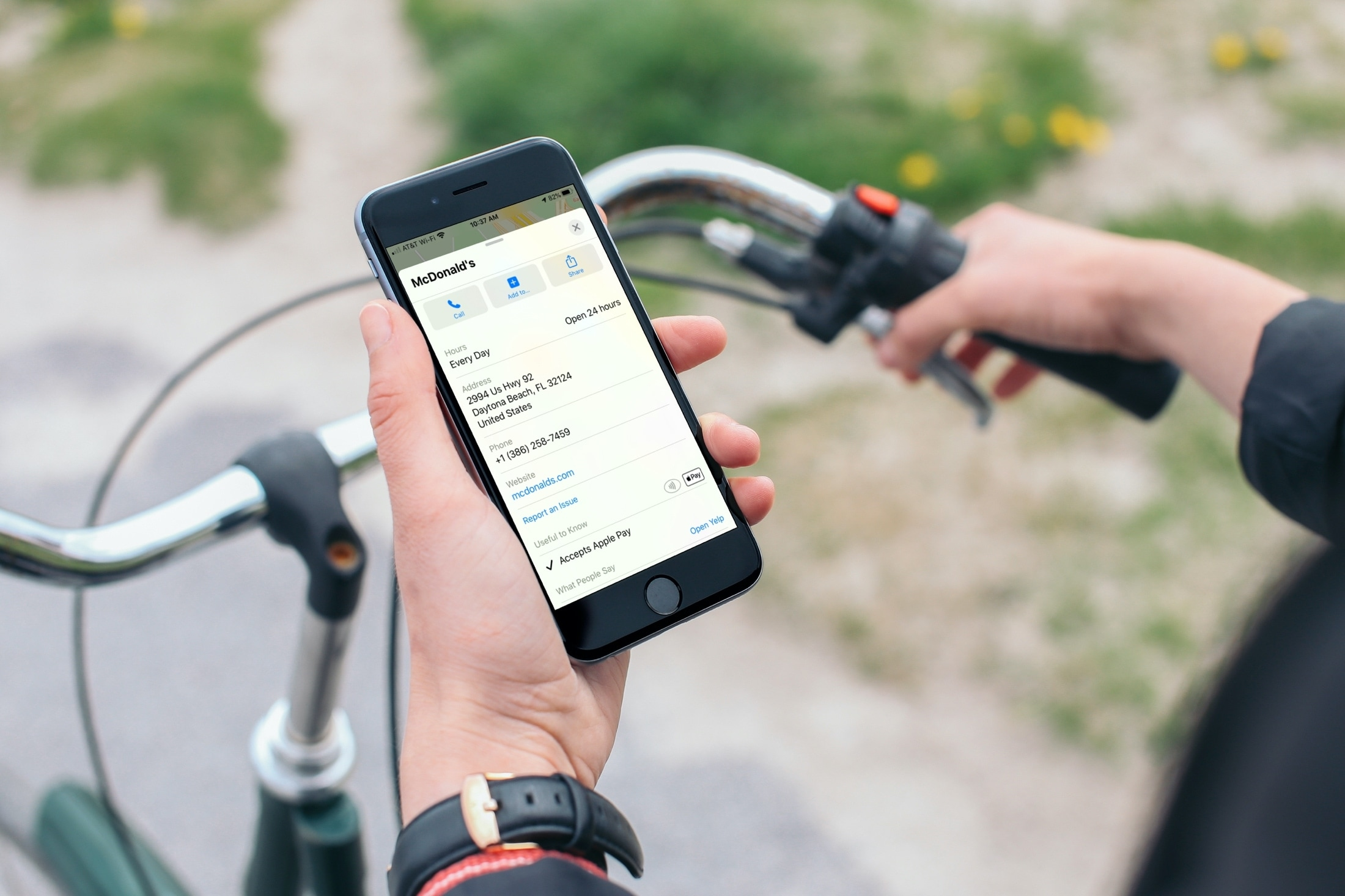 Maps Accepts Apple Pay iPhone on Bike