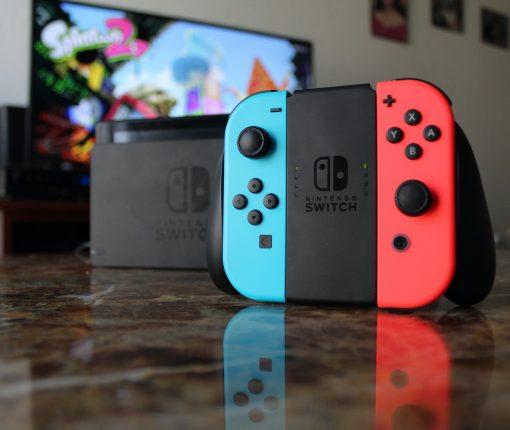 Nintendo Switch Joy Con Controllers in Grip - Pixabay