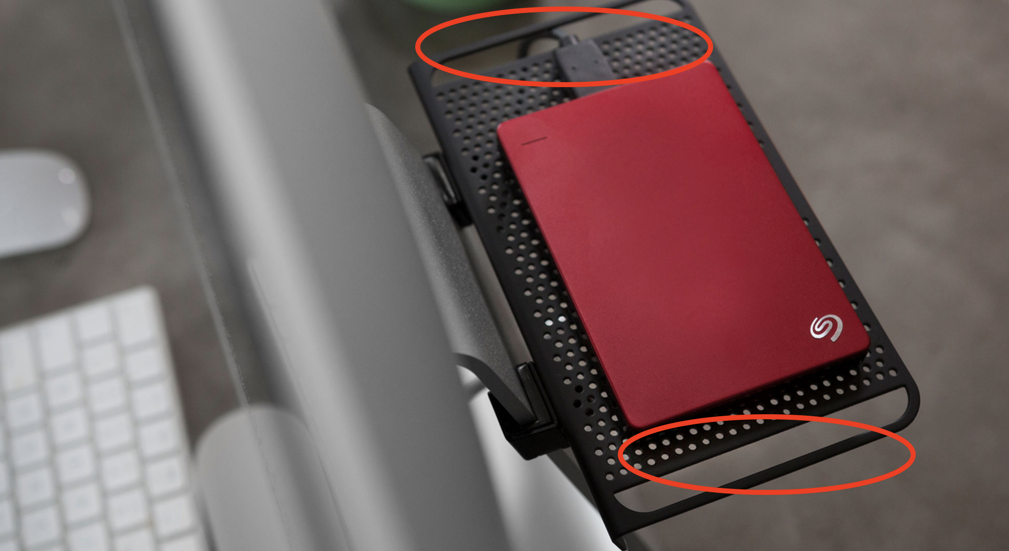Twelve South BackPack shows cable management