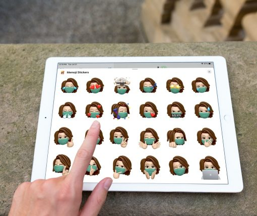 Picking Memoji With Face Covering on iPad
