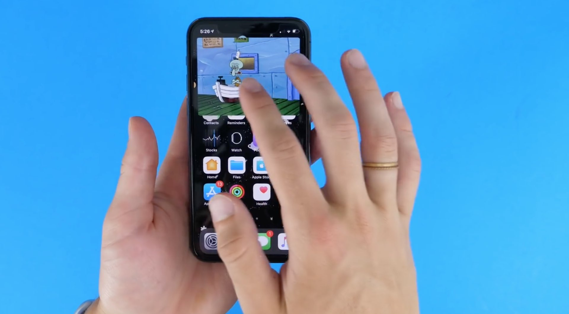 Picture in Picture on iPhone - maximizing the overlay