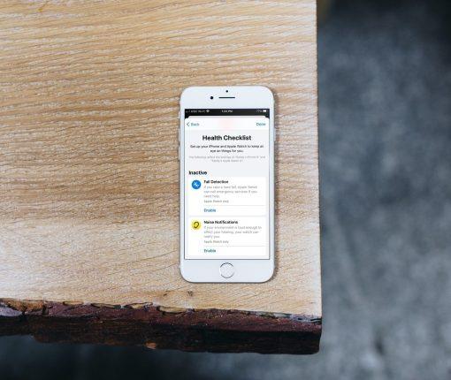 Health Checklist iPhone on Desk