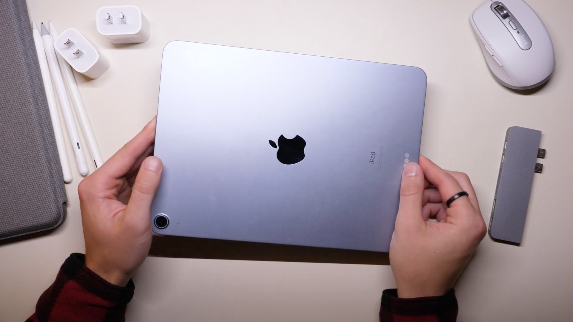 An image showing the aluminum back of iPad Pro held in hands