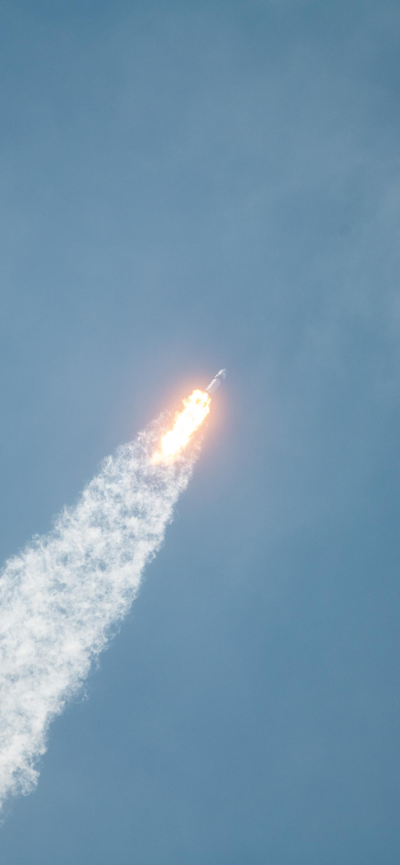 SpaceX iPhone Wallpaper iDownloadBlog Crew Dragon Demo-2 Mission 2