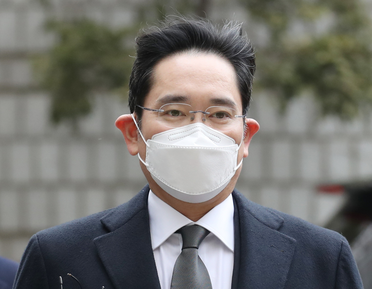 An image showing Samsung Electronics Vice Chairman Lee Jae-yong heading to court to attend a hearing at the Seoul High Court in Seocho-gu, credited to Yonhap News Agency