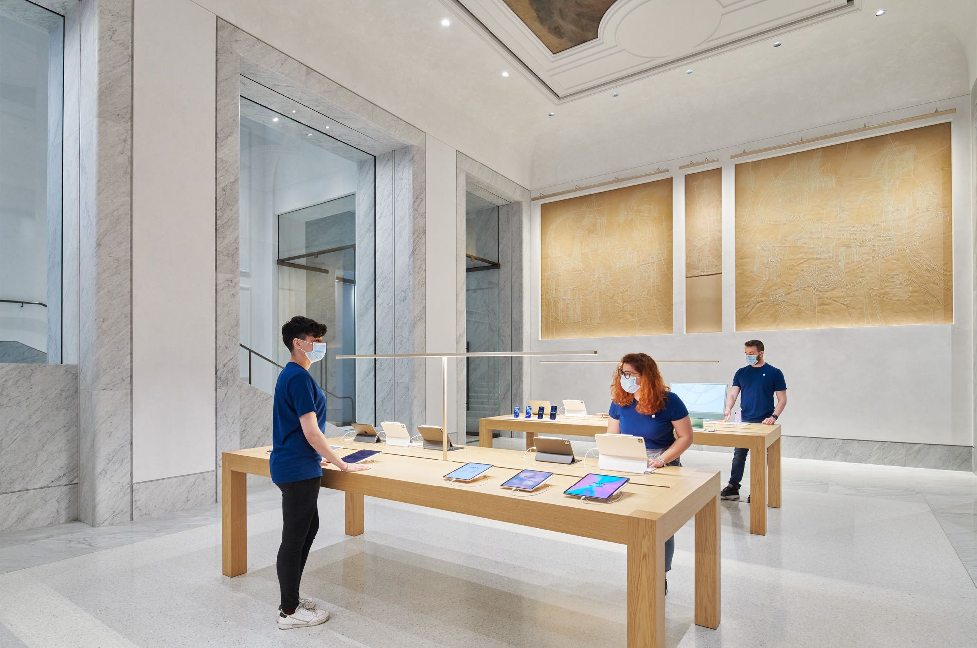 A photograph showing the interior of Apple's retail store on Rome's Via del Corso