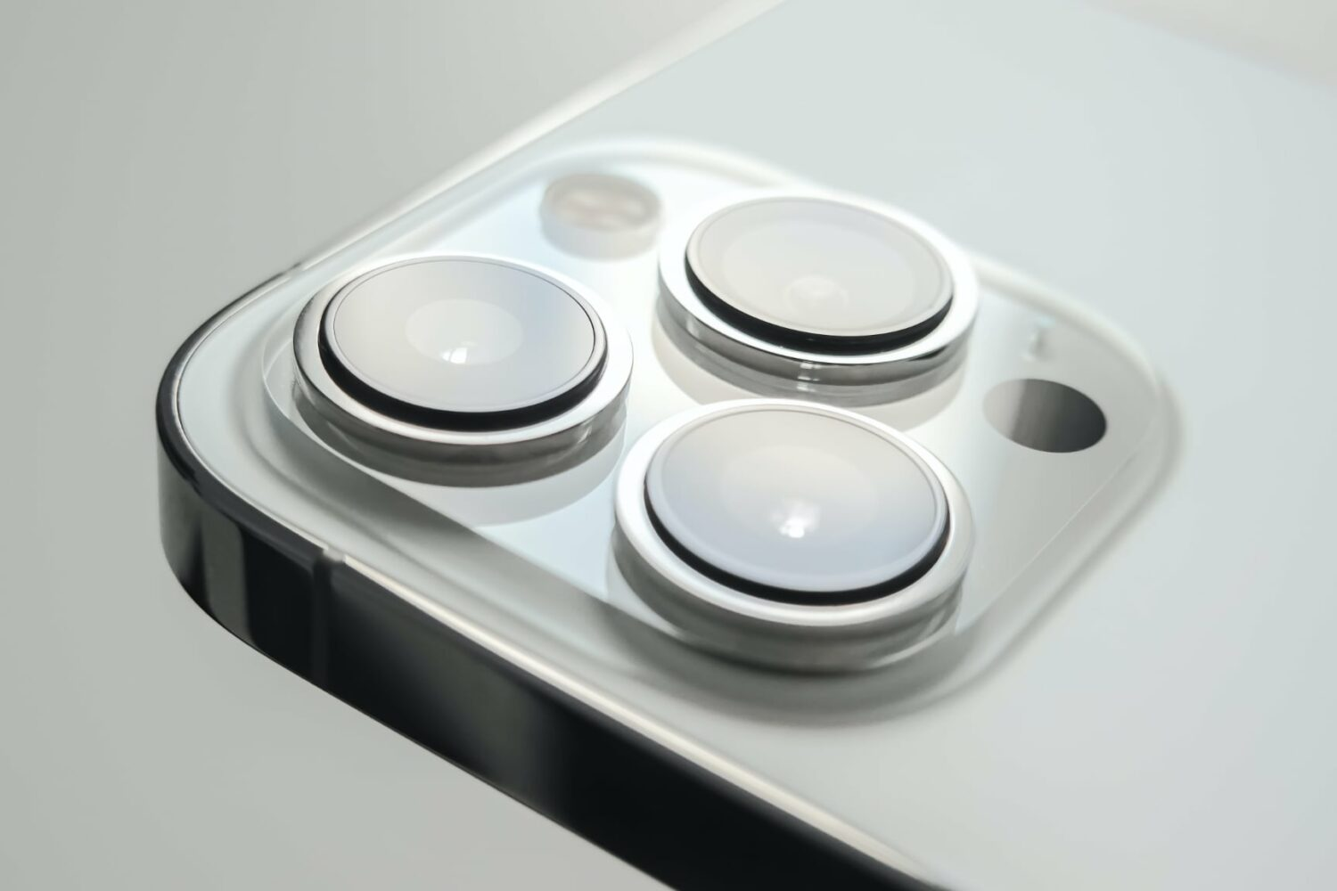 Photo showing a closeup of the rear cameras on Apple iPhone 13 Pro Max